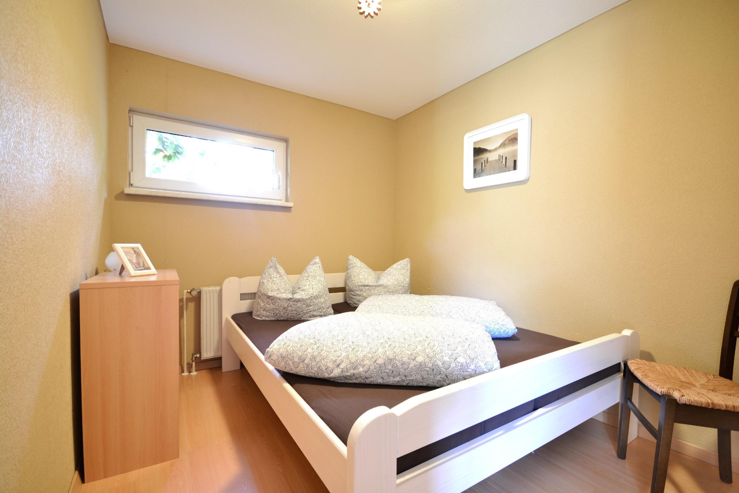 schlafzimmer klein 2